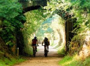Rutas en la Vía Verde en la Garrotxa @travelsadaptado