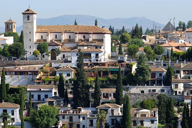 ¿Te apetece admirar la ciudad de Granada, la Alhambra y su magia desde sus miradores? @travelsadaptado