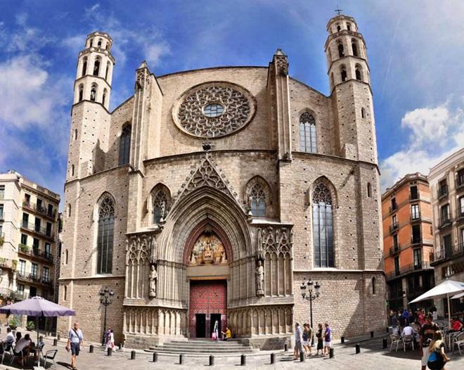 """Descubre la Barcelona de """"La sombra del Viento"""" @travelsadaptado"""