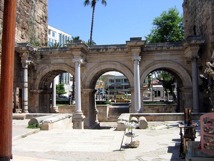 Hadrianus_gate