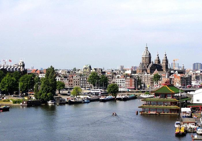 amsterdam-82143_1280