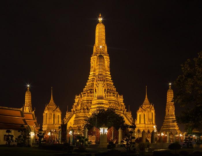 Templo_Wat_Arun,_Bangkok,_Tailandia,_2013-08-22,_DD_37